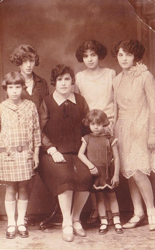 Rachele Stern Mänas e le sue figlie, per gentile concessione di Ebbo Steiner