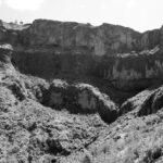 "Fotografia della grotta di Zeret, tratte da Alfredo Gonzalez- Ruibal, Yonatan Sahle, Xurxo Ayan Vila, A social Archaeology of colonial War in Ethiopia, in ""World Archeology"", vol 43, n. 1, marzo 2011"