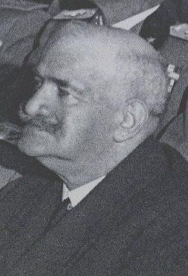 Costanzo Ciano, padre di Galeazzo Ciano, nasce nel 1976 fu un politico e militare italiano che prese parte alla prima guerra mondiale. Nell'estate del 1922, durante l'occupazione fascista di Livorno, il 3 agosto, Ciano guida il gruppo di Fascisti che dopo essere entrati nel Palazzo Comunale costringono l'amministrazione socialista alle dimissioni