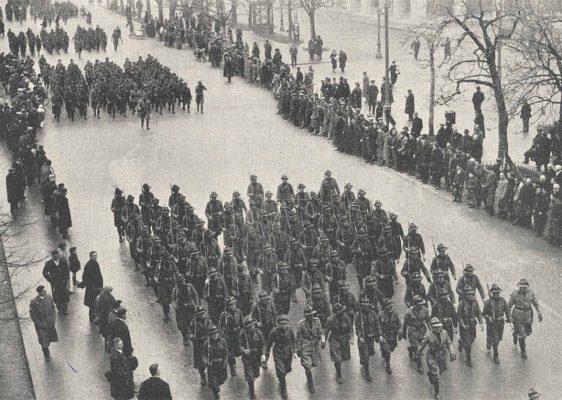 Bergamo, 27 gennaio 1935. La sfilata Mvsn sfila per le vie di Bergamo in occasione del XII anniversario della sua fondazione. Fotografia tratta dalla