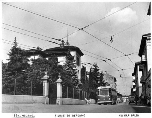 L'incrocio tra via Garibaldi e via Statuto dove sorge la casa di via Garibaldi 23